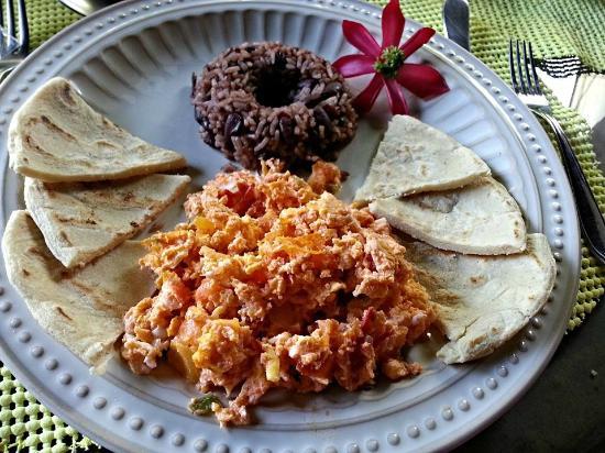 Hotel Casa Naranja: Huevos Mexicano - scrambled eggs with Nicaraguan sausage
