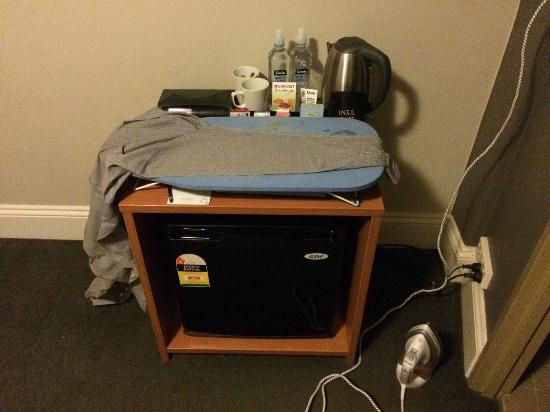 Pensione Hotel Sydney - by 8Hotels: Would have really appreciated a proper ironing board!
