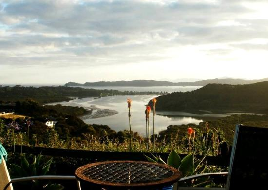 Cook's Lookout Motel: Bay of Islands at sunrise