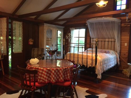 Mooloolah Valley Holiday Houses: Jacaranda Interior