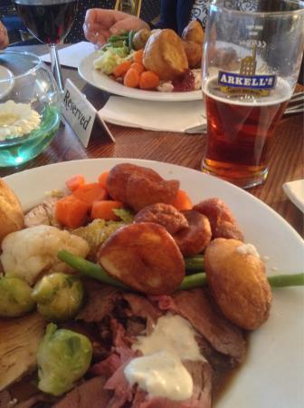 Chevals Bistro at The Lansdowne Hotel: Good honest Sunday roast and plenty of it