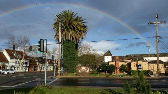 Viking Motel: Huge rainbow after the rain