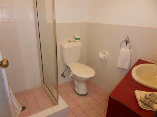 Seabreeze Beach Hotel: Bathroom