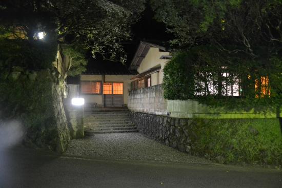 Kamata : Entrance at night