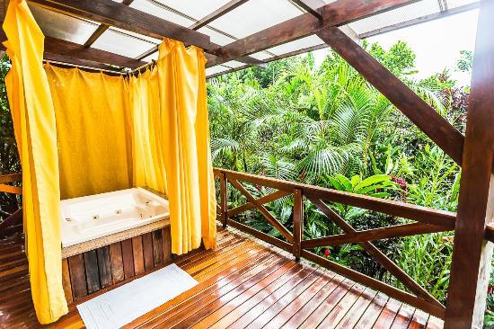Nayara Resort Spa U0026 Gardens: Outdoor Jacuzzi !
