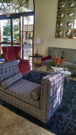 Best Western Plus Newport Mesa Inn : lobby