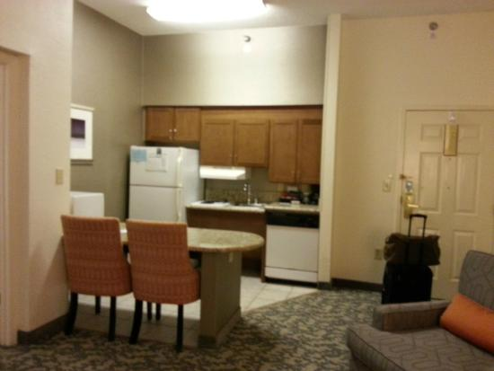 Homewood Suites by Hilton Raleigh-Durham AP / Research Triangle: kitchen