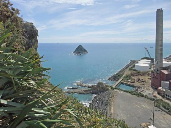 Sugar Loaf Islands and Paritutu Rock : View from half way – top of the stairs