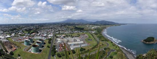 Sugar Loaf Islands and Paritutu Rock : View from the top, Mount Taranaki may show herself