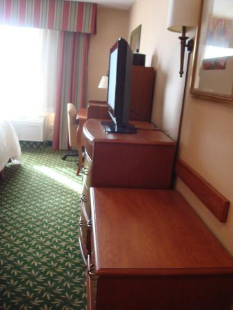 Hampton Inn & Suites Clovis - Airport North: As you enter the room
