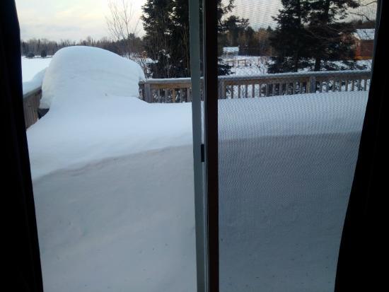 Ahmic Lake Resort: Lots of snow