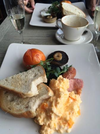 The Hare and Hounds: Breakfast