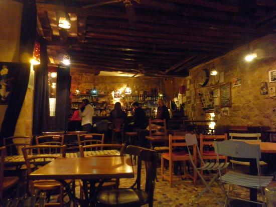 Salle picture of les pieds sous la table paris tripadvisor - Restaurant les pieds sous la table ...