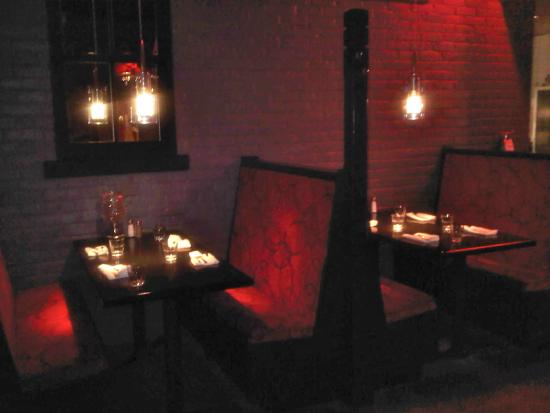 Syndicate Restaurant St. Catharines : Cozy booths for 2
