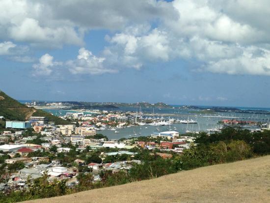 bahía de Simpson, St. Maarten: One of several scenic stops along the bike ride.