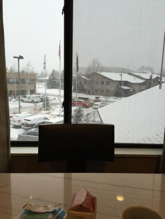 Park City Marriott : Breakfast while snowing.