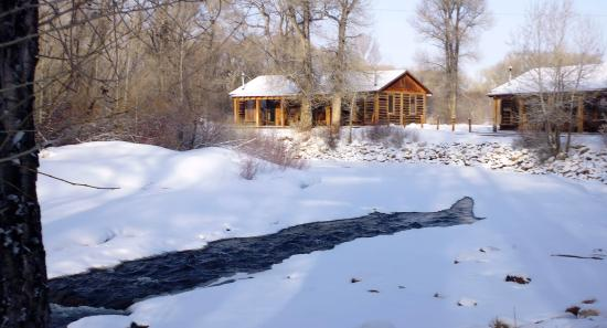 Vee Bar Guest Ranch: Cabins by the Little Laramie River
