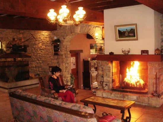 Antugnac, فرنسا: Salle à manger Salon Cottage !