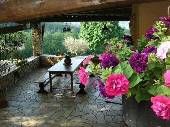 Antugnac, فرنسا: Terrasse petits déjeuners .. avec vue !