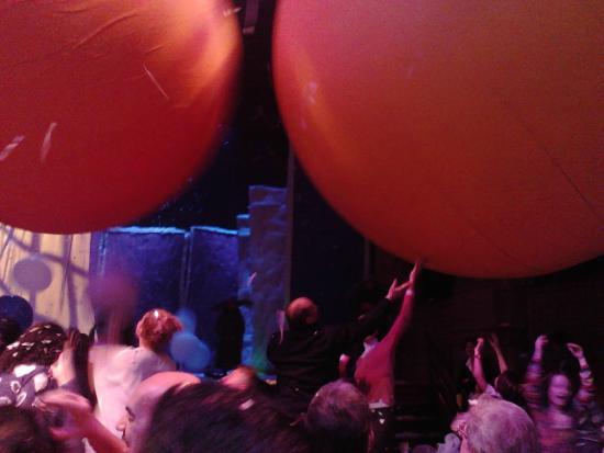 Teatro di Roma - Argentina : Palloni giganti in sala