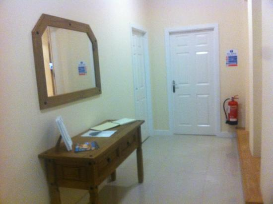Linthorpe Guest House/Apartments: Private Entrance Hall