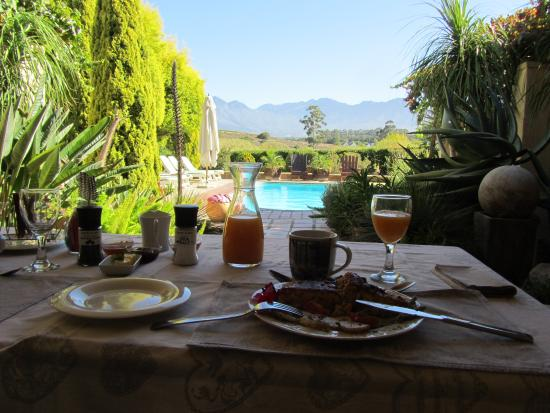 Villa Tarentaal : Five star breakfast - with a view!!