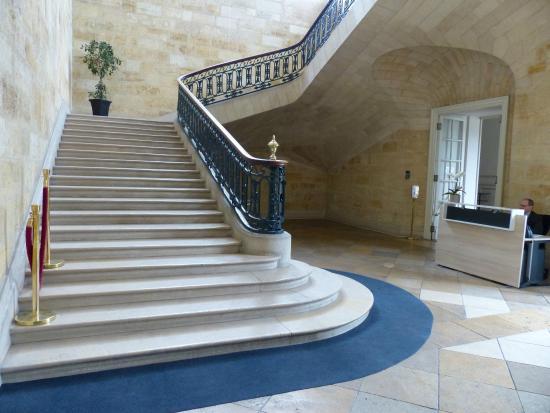 L\'escalier intérieur - Picture of Hotel de Ville (City Hall ...