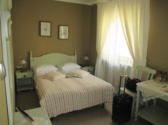 هوتل باتوري: our room