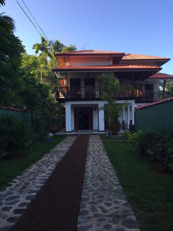 Namo Villa: Drive way