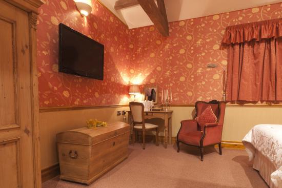 Dog & Partridge Country Inn & Hotel: Room furnishings