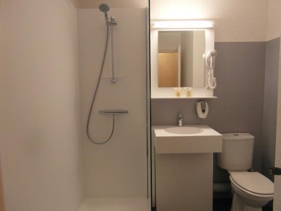 Hotel Restaurant des Sablons : Salle de bain avec douche