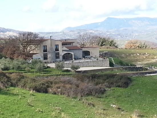 Casale Borgia Resort : Vista del casale