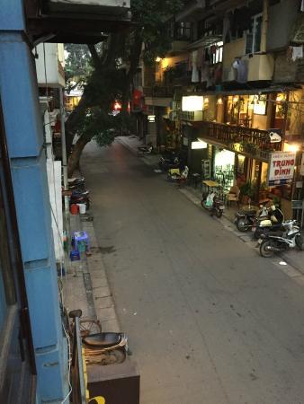 Madame Moon Hotel: street below hotel