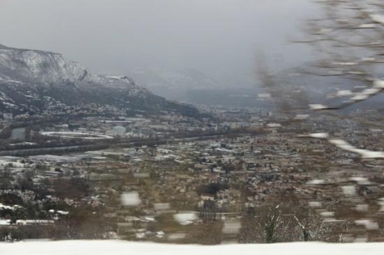Citadines City Centre Grenoble : Vista aerea de Grenoble no Inverno