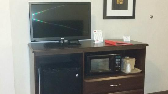 Econo Lodge: New entertainment area featuring refrig and microwave