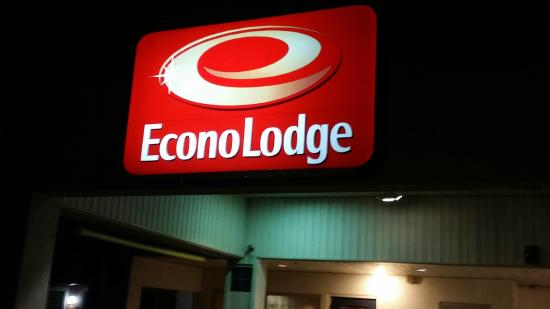 Econo Lodge: Bright sign always greets you