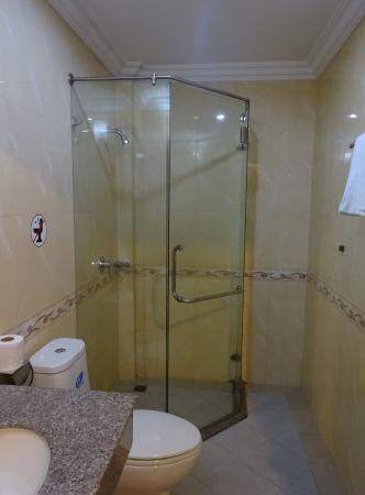 Thunborey Hotel: シャワー室