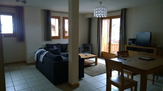 Residence L'Aiglon de Morzine : Lounge / kitchen area apt 7