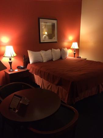 Travelodge Lakeland: King room. Very comfortable. Very clean.