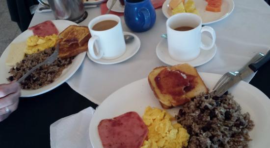 Los Lagos restaurant: A breakfast