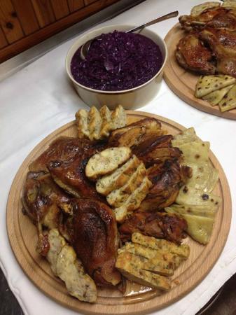 kačka s domacim knedlikom (lokšou) / duck leg with homemade dumpling