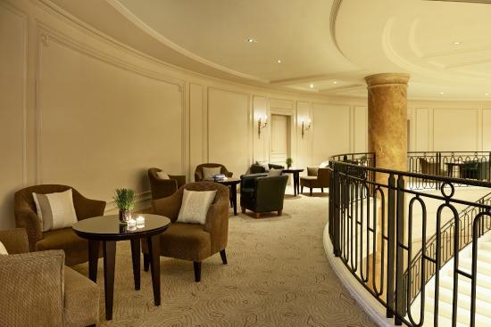 Cabaret picture of renaissance paris la defense hotel for Hotel france numero