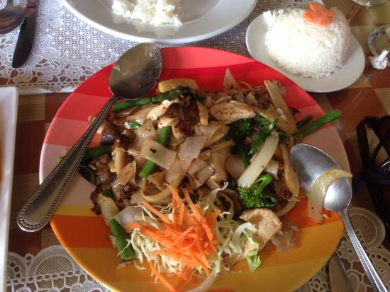 Benjarong Thai Cuisine : Thai Spicey Pan Fried Noodles
