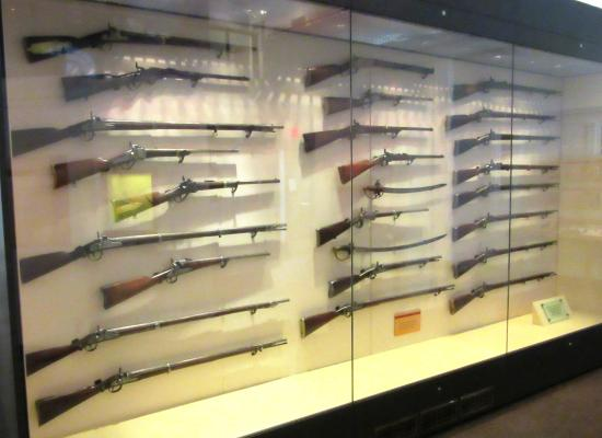 Revolutionary War and Civil War rifles - Picture of