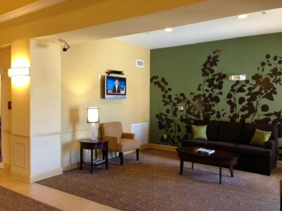 Holiday Inn Express & Suites Fleming Island: LobbySeating Area
