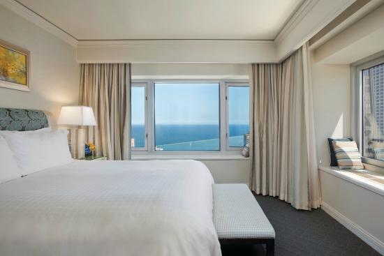 Four Seasons Hotel Chicago Premier Lake View Executive Suite