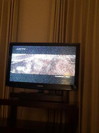 Singgasana Hotel Surabaya: Blured local tv, cable tv is troubled