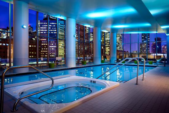 Delta Hotels by Marriott Toronto: Delta Toronto - Swimming-pool