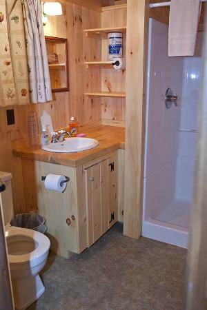 Rockywold Deephaven Camps (RDC): Bathroom