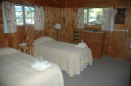 Rockywold Deephaven Camps (RDC): Cottage bedroom